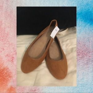 GAP NWT brown suede flats